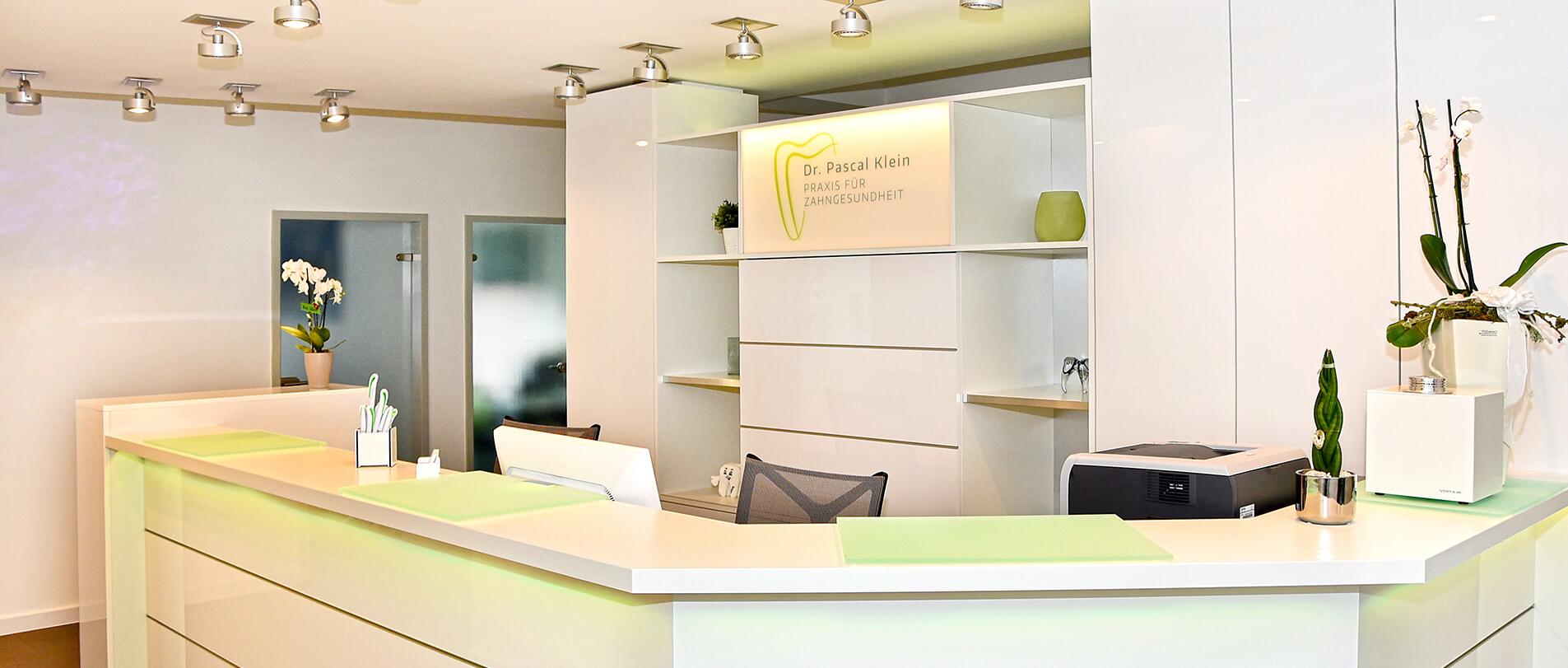 In unserer Zahnarztpraxis in Saarbrücken decken wir das gesamte Spektrum der modernen Zahnmedizin ab.